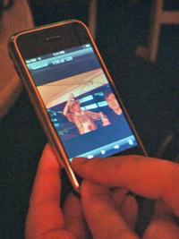070802-iphone2.jpg